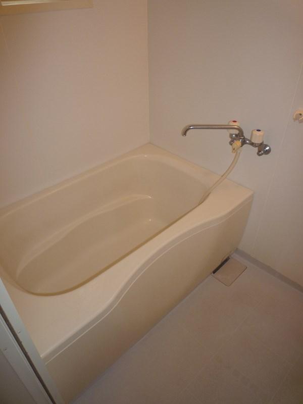 お風呂もゆったりとしたサイズでくつろげます