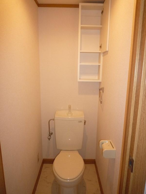 トイレも収納棚がついており大変便利です