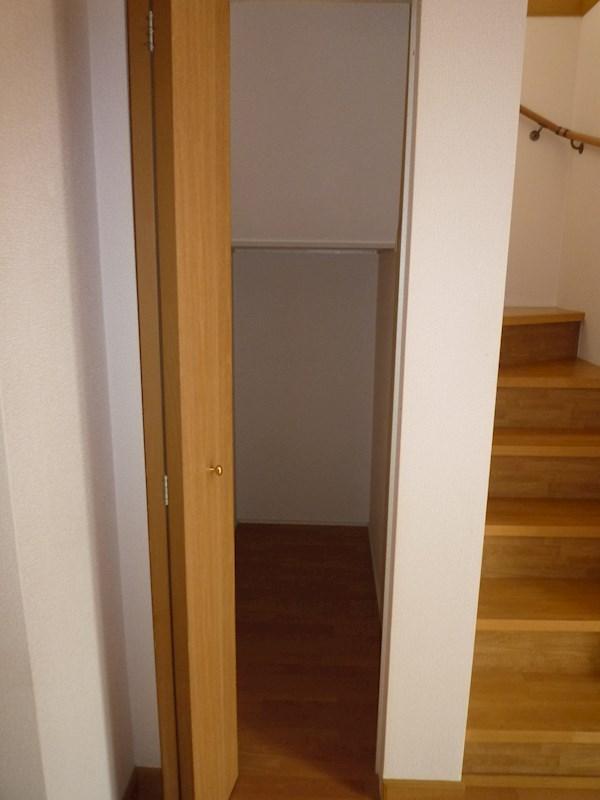階段下にも隠れ収納荷物がたくさんあるあなたに最適