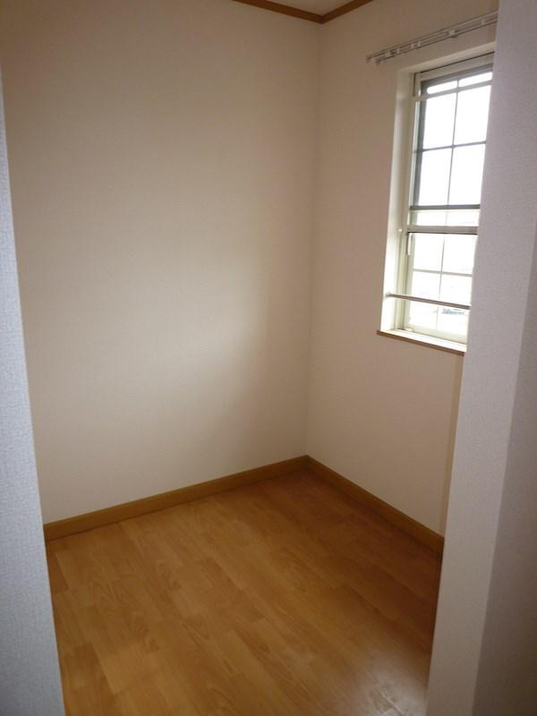 洋室の仕切りのところにカーテンを付ければ小部屋としても使えます