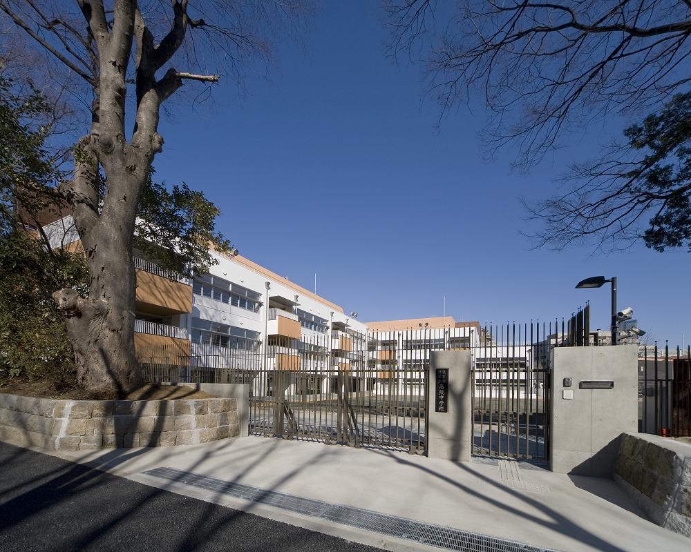 中学校:港区立高陵中学校 363m