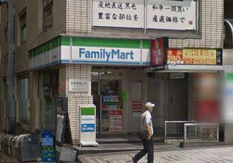 コンビ二:ファミリーマート 目黒駅東口店 290m