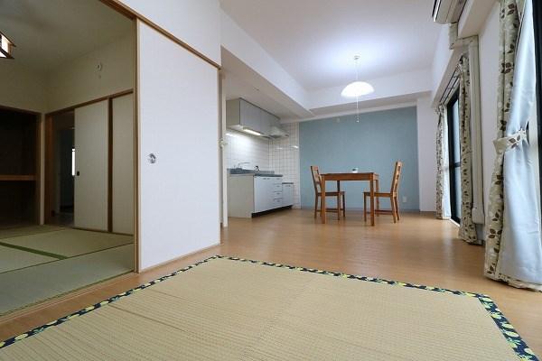 和室と合わせて使うと18帖の広々空間です。