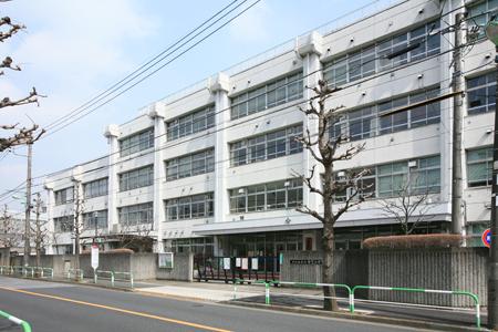 中学校:世田谷区立船橋希望中学校 696m