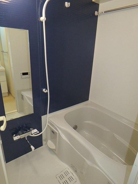ゆとりのあるお風呂※他の部屋の参考写真です