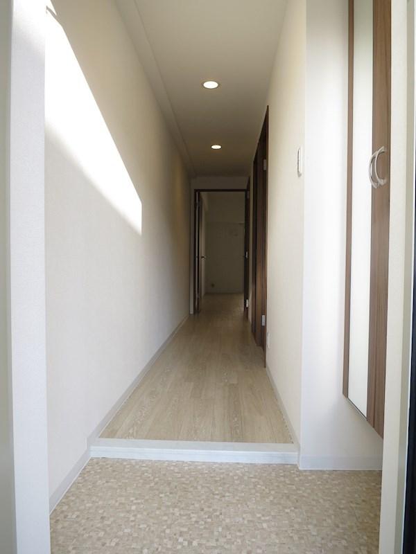 玄関先から、居室やリビングが見えないので、突然の来客にも慌てずに済みます。