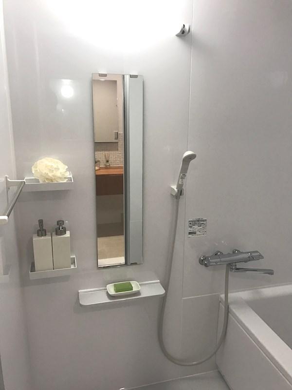 新品のバスルーム。