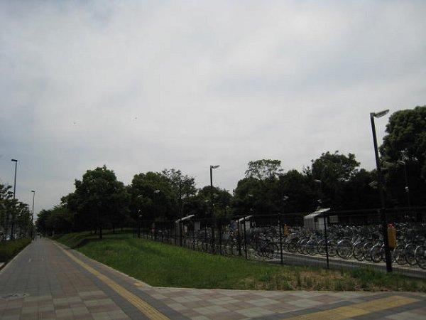 公園:都立舎人公園 900m