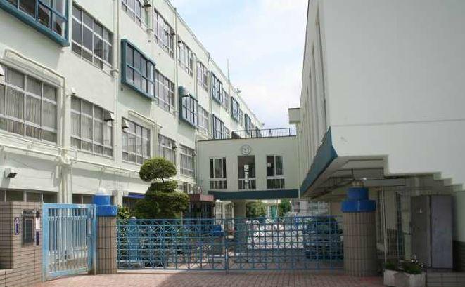 中学校:目黒区立大鳥中学校 839m