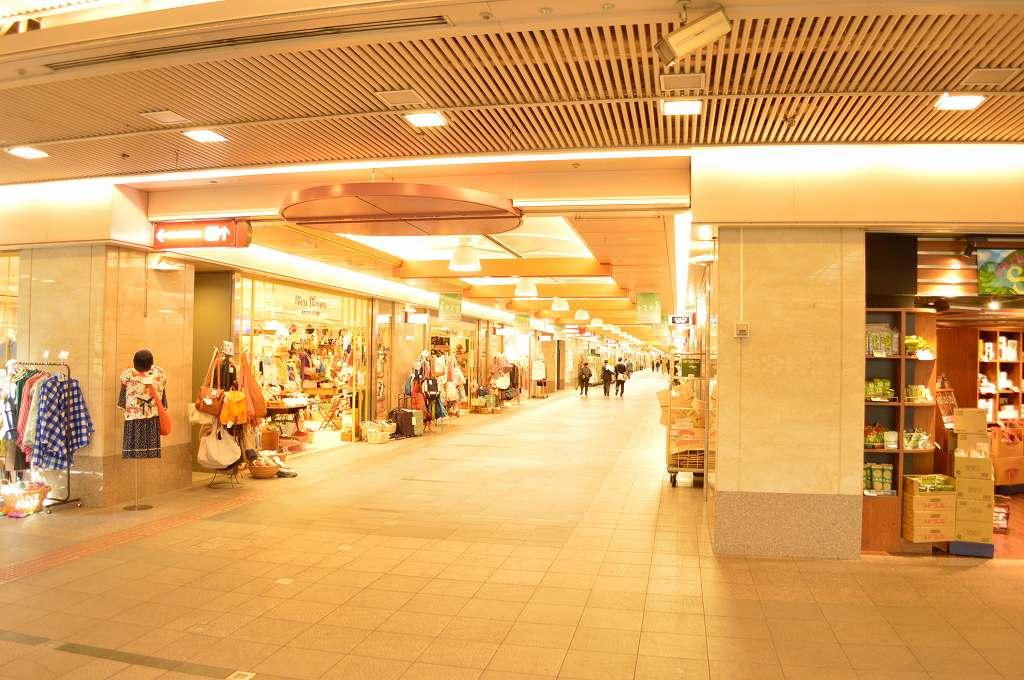 ショッピング施設:ゼスト御池 2476m