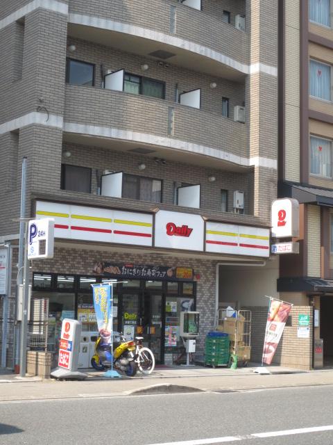 コンビ二:デイリーヤマザキ 京都三条店 181m