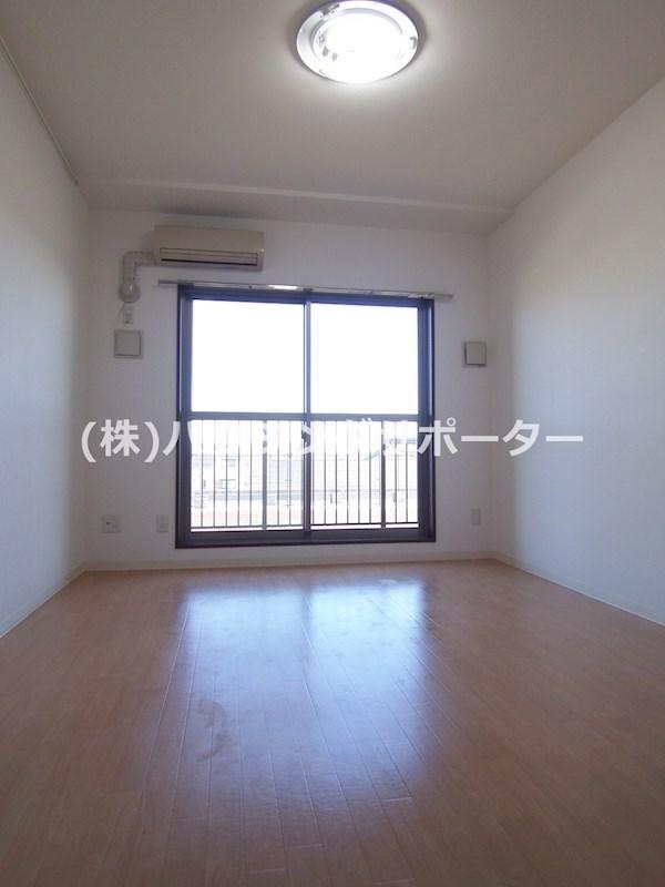 ※室内写真は315号室(改装中・部屋により左右反転)です