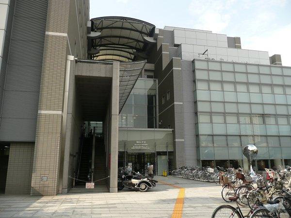 図書館:足立区中央図書館 550m 近隣