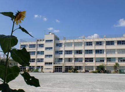 中学校:世田谷区立太子堂中学校 1018m