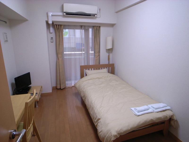家具家電です。エアコンは完備されており、室内快適空間。