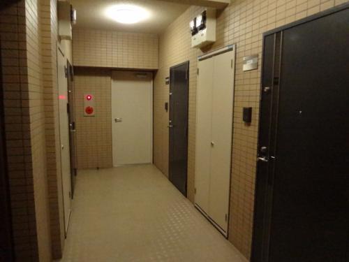 雨にも濡れない内廊下。