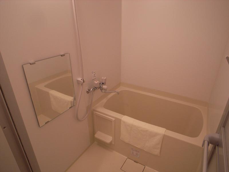 清潔感のあるバスルーム。 浴室乾燥機つき。