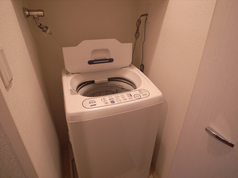 全自動洗濯機完備。