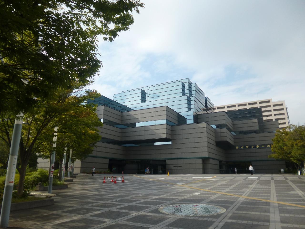 図書館:大阪府立中央図書館 853m