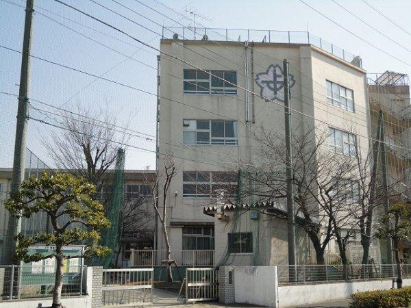 中学校:上沼田中学校 159m