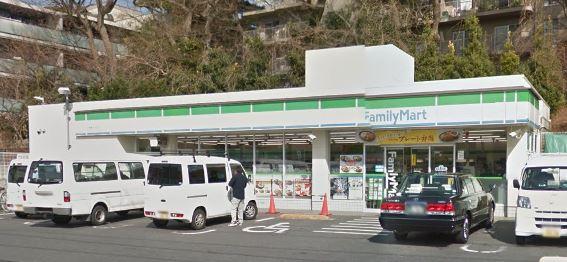 コンビ二:ファミリーマート 日医大武蔵小杉病院店 259m