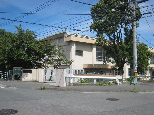 中学校:筑山中学校 2400m