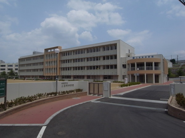 中学校:筑紫野市立二日市中学校 851m