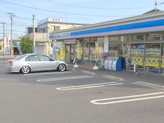 コンビ二:ローソン 柏名戸ケ谷一丁目店 750m