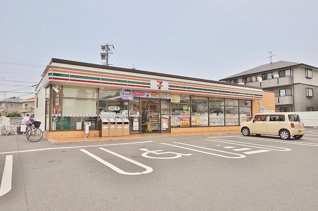 コンビ二:セブンイレブン若松鴨生田店・ 924m 近隣