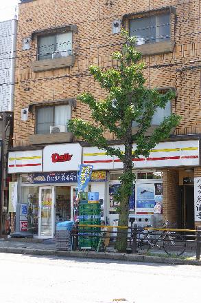 コンビ二:デイリーヤマザキ 日赤前店 731m