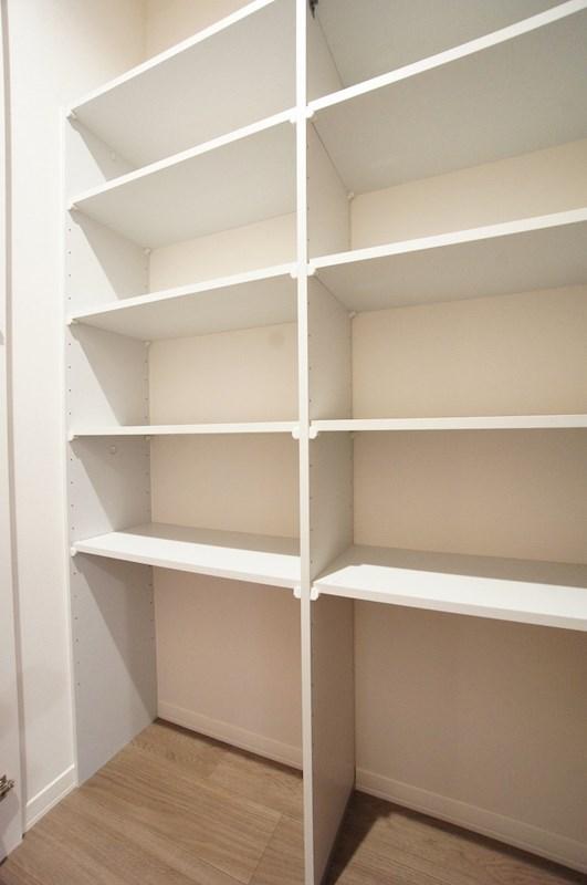 日用品の収納に便利な可動棚