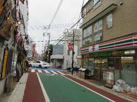 コンビ二:セブンイレブン 世田谷下高井戸店 271m