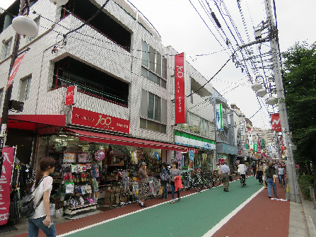 コンビ二:ファミリーマート 世田谷日大通り店 329m