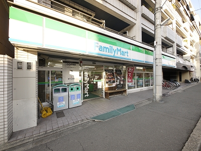 コンビ二:ファミリーマート 長者亀屋町店 81m