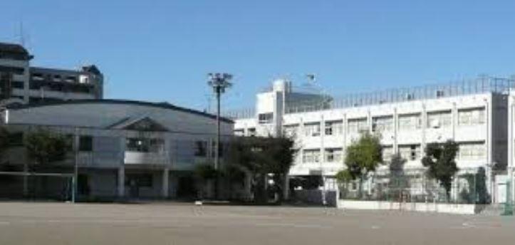 中学校:世田谷区立用賀中学校 245m