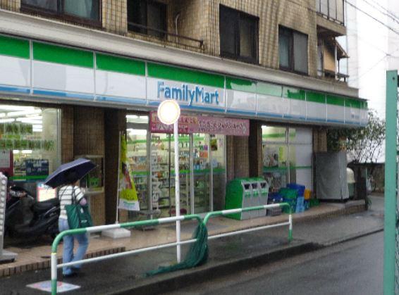 コンビ二:ファミリーマート 用賀四丁目店 668m