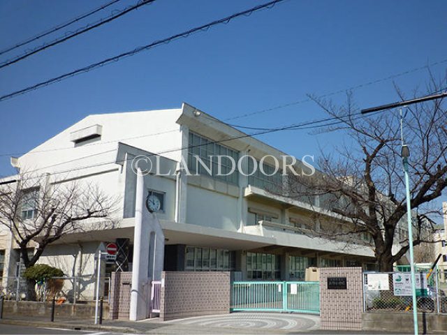 小学校:名古屋市立上野小学校 762m