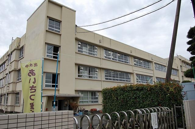 中学校:熊本市立出水中学校 721m
