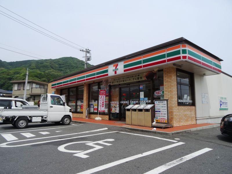 コンビ二:セブンイレブン 小倉中吉田店 807m