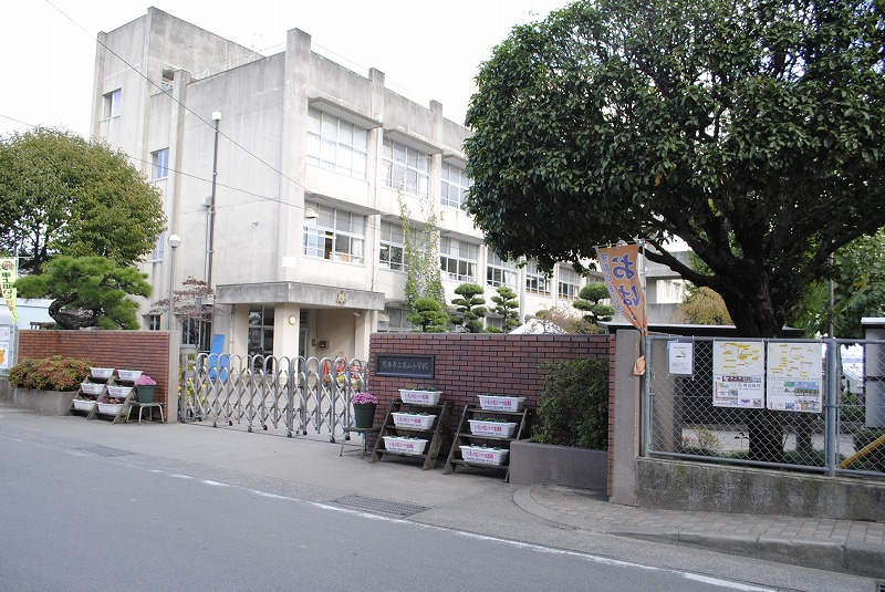 小学校:熊本市立帯山小学校 1410m