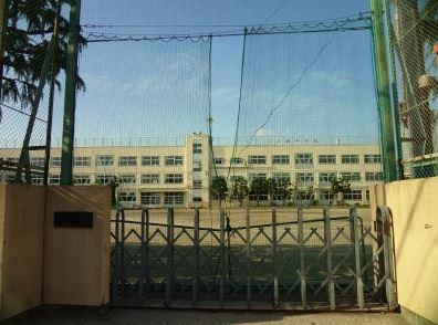 中学校:品川区立大崎中学校 650m