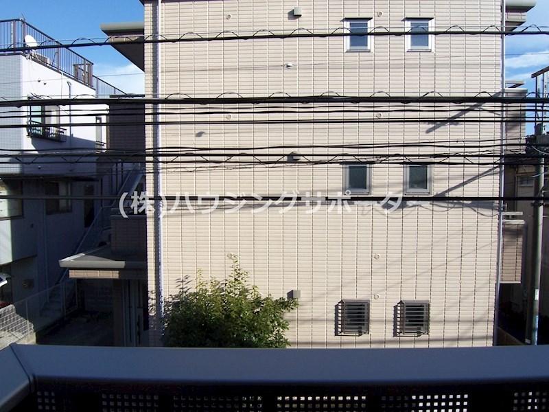 202号室の眺望です(東向き)