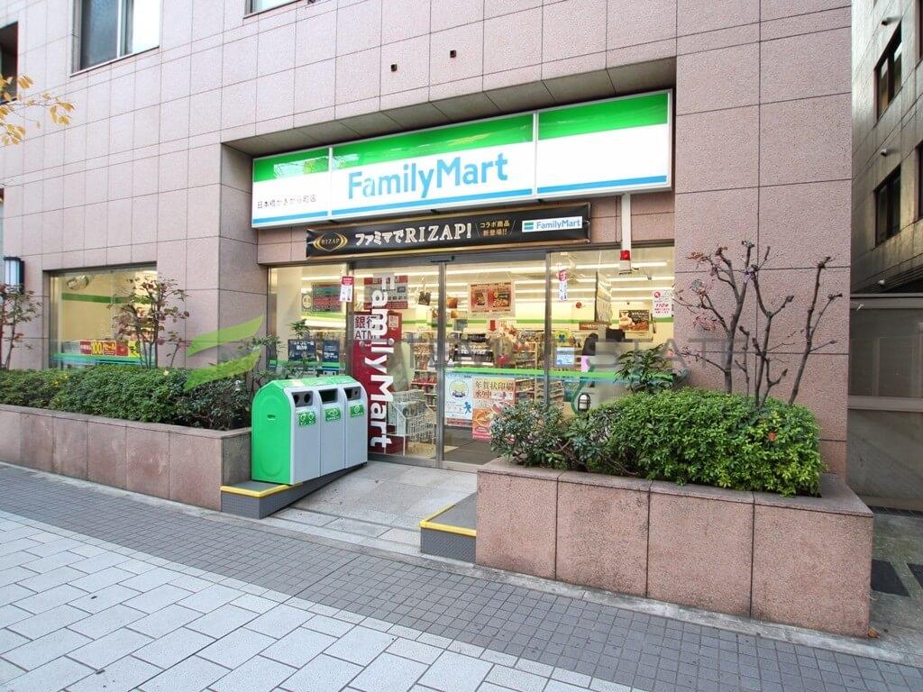 コンビ二:ファミリーマート 日本橋かきがら町店 39m
