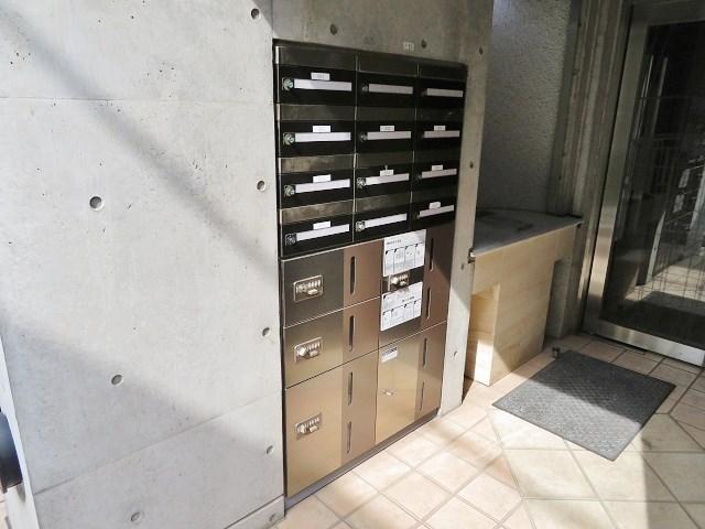 不在時にも荷物が受け取れる宅配BOX
