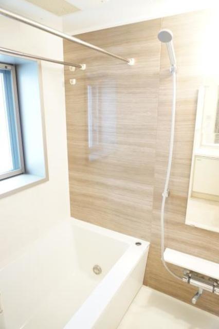 浴室に窓あります!