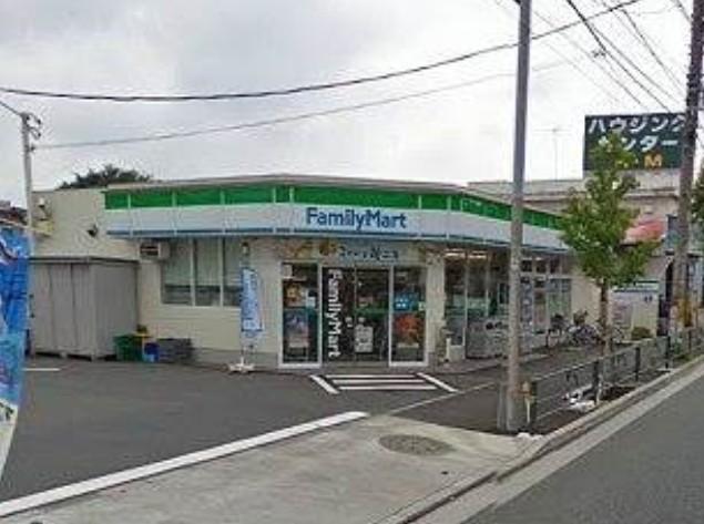 コンビ二:ファミリーマート 世田谷喜多見店 690m