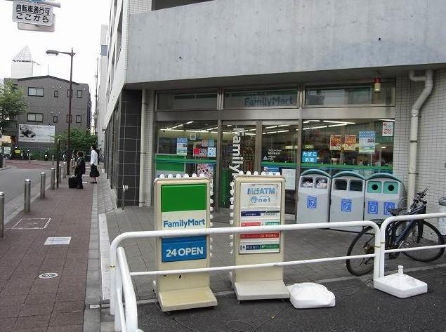 コンビ二:ファミリーマート 喜多見駅北店 559m