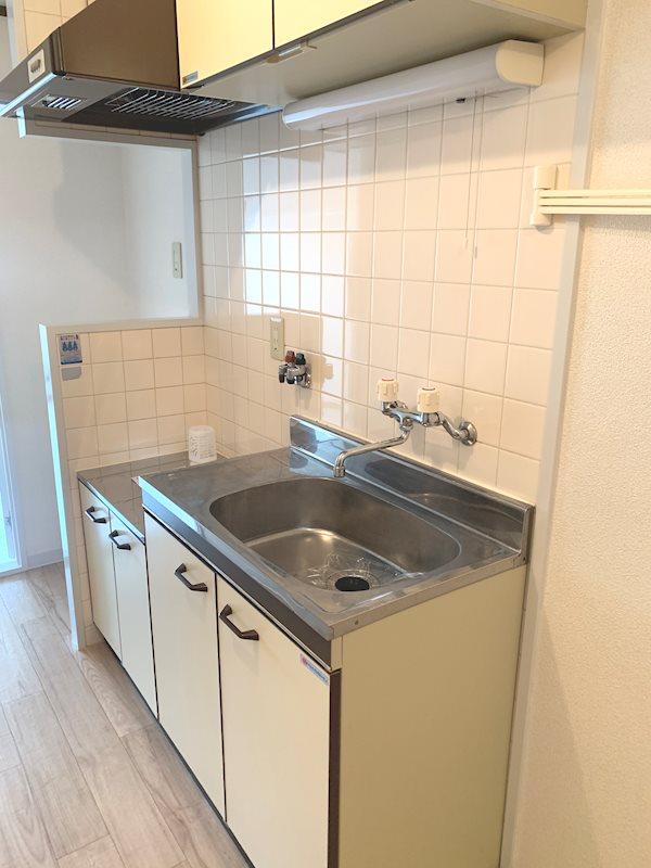 キッチン奥には冷蔵庫置きのスペースも!