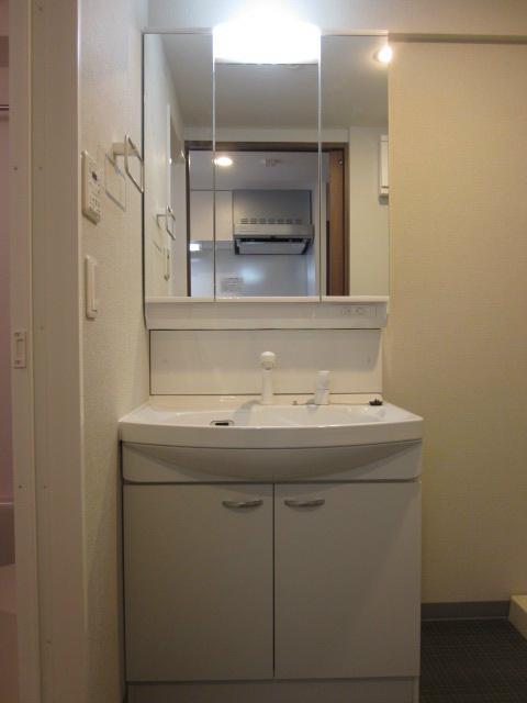 独立洗面台完備しております。