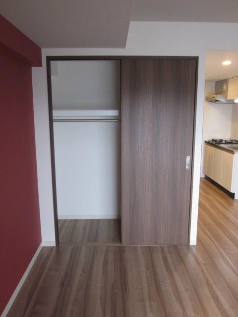 室内にクローゼットもありますので、余分なスペースも取られません。